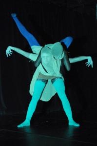 Photo : Cindy Lopez. Espace commun, Mantidae, chorégraphes/interprètes : Axelle Munezero et Martine Bruneau. Mentor : David-Albert Toth.