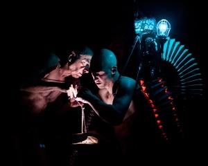 Daniel Soulières et Lael Stellick dans Corps Caverneux d'Aurélie Pedron. Photo : Frédéric Duchesne.