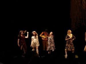 Performance chorégraphiée par Isabelle Boulanger, avec alexandre fleurent, noémie dufour-campeaun, michelle clermont daigneault, catherine st-laurent et audrey rochette. Photo : Michael Kovacs.