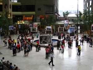 Corps Anonymes, Katya Montaignac, O.D.N.i. parcours étudiant du FTA 2011 pour un flashmob au complexe Desjardins. Photo : Katya Montaignac.