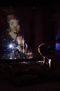 Isabelle Arcand et Marc Béland mis en scène par Virginie Burnelle et Olivier Kemeid | 2050 Mansfield : rendez-vous à l'hôtel de La 2e Porte à Gauche à l'Hôtel Le Germain de Montréal | Programmation Hors les murs de l'Agora de la danse | Crédit photo : Claudia Chan Tak